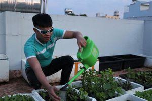 'Học trò Trần Lập' mê rock, tự trồng rau, làm vlog