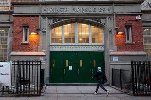 New York, Los Angeles đóng cửa toàn bộ trường học và hàng quán