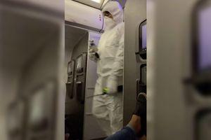 Chuyến bay Mỹ bị hoãn 8 tiếng vì khách đùa giỡn