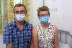 Hết cách ly Covid-19, vợ chồng du khách người Anh đi trên chuyến bay VN0054 viết thư cảm ơn bệnh viện
