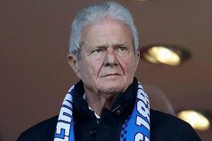 Ông chủ bị ghét nhất Bundesliga có thể là người hùng giữa mùa dịch