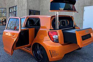 Xe cỡ nhỏ Toyota Scion sở hữu cả tủ lạnh, lò nướng BBQ