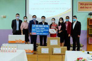 Tặng khẩu trang kháng khuẩn cho trường học và lực lượng tuyến đầu chống dịch Covid-19