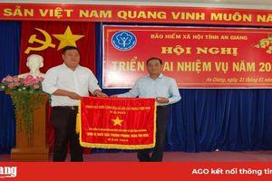 Bảo hiểm xã hội huyện Chợ Mới hoàn thành xuất sắc nhiệm vụ, nhận cờ thi đua của Chính phủ