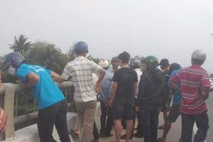 Cả trăm người tìm kiếm một người bỏ xe trên cầu đi nhậu