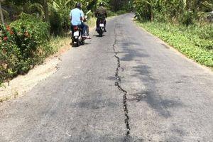 Tuyến đường Co Xáng - Cơi 5 - Đá Bạc lại xuất hiện nhiều vết nứt lớn