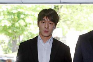 Choi Jong Hoon (F.T.Island) thừa nhận quay cảnh nóng của phụ nữ: Sẽ ngồi tù mấy năm?