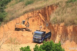Doanh nghiệp 'xẻ đồi' trái phép, lấy đất làm thủy điện ở Đắk Nông