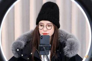 Sao mạng Trung Quốc mất quảng cáo, nhưng có thêm fan nhờ mùa dịch