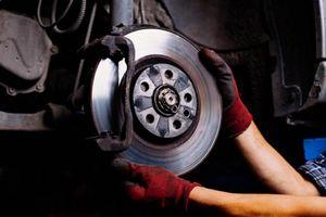 3 hậu quả của việc lười thay dầu phanh ô tô