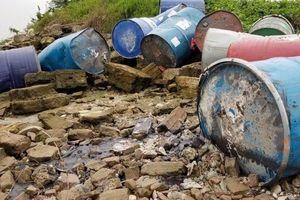 Công bố kết quả điều tra ban đầu vụ đổ thải xuống sông Hồng