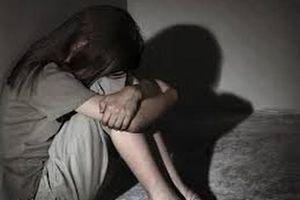 Khởi tố người đàn ông 60 tuổi dâm ô bé gái hàng xóm