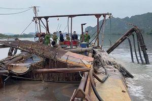 Tàu 60 tấn hút trộm cát trên sông