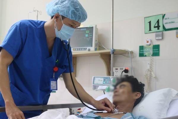 Hai bệnh viện phối hợp cứu sống bệnh nhân đã ngưng tim ngưng thở