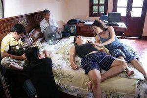 Sau 16 năm, Việt Anh mới hé lộ ảnh hậu trường 'cảnh nóng' phim 'Chạy án'