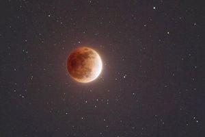 Tại sao Mặt Trăng nhỏ hơn nhưng vẫn che khuất được Mặt Trời?