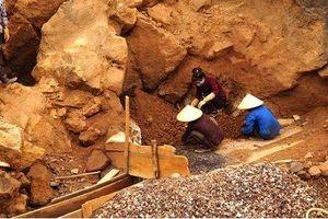 Nghệ An: Người phụ nữ bị đá rơi trúng tử vong tại chỗ khi đang mót quặng