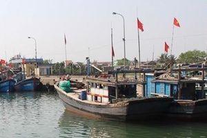 Ngư dân gặp khó do cửa biển bồi lấp