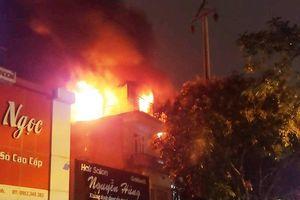 Hà Tĩnh: Tiệm giặt là bốc cháy trong đêm, hàng xóm hốt hoảng tháo chạy
