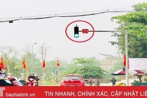 Đèn giao thông 'nhảy múa', người dân Cẩm Xuyên thấp thỏm qua đường