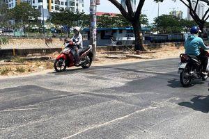 TP.HCM: Đường Bến Bình Đông san lấp cẩu thả, dân kêu trời