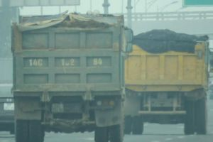 Quảng Ninh: Xe cơi nới chở vật liệu tung hoành trên cao tốc