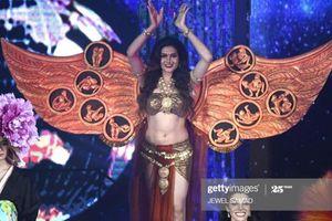 Fan 'đào mộ' Hoa hậu chuyển giới Ấn Độ mặc Trang phục dân tộc chứa hình ảnh nhạy cảm và sự thật phía sau