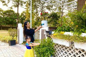 Khu vườn xanh 'mướt mắt' trong biệt thự 200m2 của Trịnh Kim Chi
