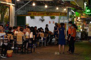 Nhiều nhà hàng, quán nhậu phớt lờ chỉ đạo đóng cửa của UBND TPHCM