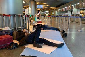 Hàng nghìn người mắc kẹt ở sân bay Moscow
