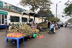 Nhiều vi phạm trật tự đô thị trên phố Tân Mai
