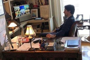 Dịch Covid-19: Thủ tướng Canada vừa tắm cho con vừa điều hành đất nước khi tự cách ly