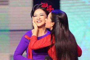 Fan Như Quỳnh, fan Phi Nhung rượt nhau quyết liệt