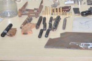 Bắt giữ đối tượng buôn bán 'cái chết trắng', lòi ra 'công xưởng' chế tạo vũ khí trái phép