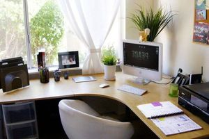 Nếu cần phải làm việc tại nhà thì hãy sắm ngay 6 vật dụng này để giúp bạn thoải mái nhất