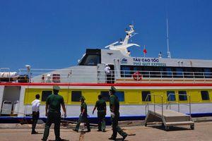 Khử trùng tàu Phú Quý Express do chở 3 khách du lịch