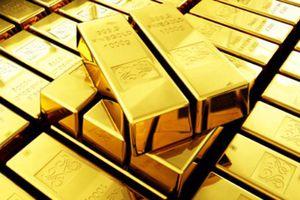 Giá vàng thế giới giảm mạnh, vàng trong nước diễn biến trái chiều