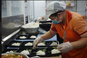 Nhiều doanh nghiệp chung tay cung cấp 30.000 suất ăn cho khu vực cách ly