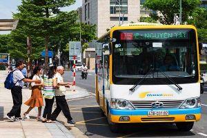 Tài xế và phụ xe buýt ở Đà Nẵng đuổi khách xuống đường vì không có tiền lẻ