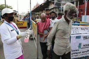 Lao động di cư nghèo ở Ấn Độ mắc kẹt trong lệnh phong tỏa vì Covid-19
