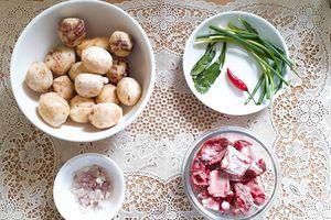 Thời tiết hanh hao, làm ngay món canh khoai sọ nấu sườn chiêu đãi cả nhà