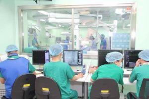 Cứu sống bệnh nhân bị phình động mạch chủ giữa lằn ranh sinh tử