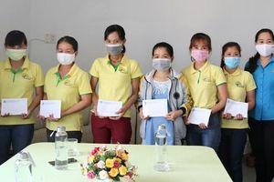Thăm, tặng quà cho đoàn viên, người lao động khó khăn do ảnh hưởng dịch bệnh Covid-19