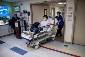 Bệnh viện ở New York bật chế độ thảm họa, bác sĩ thành bệnh nhân Covid-19