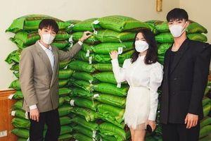 Đức Phúc, Hòa Minzy và Erik ủng hộ 300 triệu và 3 tấn gạo hỗ trợ chống dịch Covid-19
