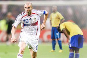 Ngày Zidane khuất phục cả Ronaldinho lẫn Ronaldo