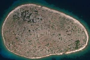 Hòn đảo có hình dạng như dấu vân tay người khổng lồ