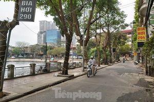 Đóng cửa quán bia tràn vỉa hè, đông đúc giữa dịch COVID-19 ở Hà Nội