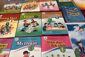 Giá sách giáo khoa mới tăng vọt, nhà trường băn khoăn chọn sách phù hợp