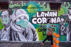 Đồ bảo hộ đã dùng hay áo mưa - lựa chọn của bác sĩ Indonesia mùa dịch